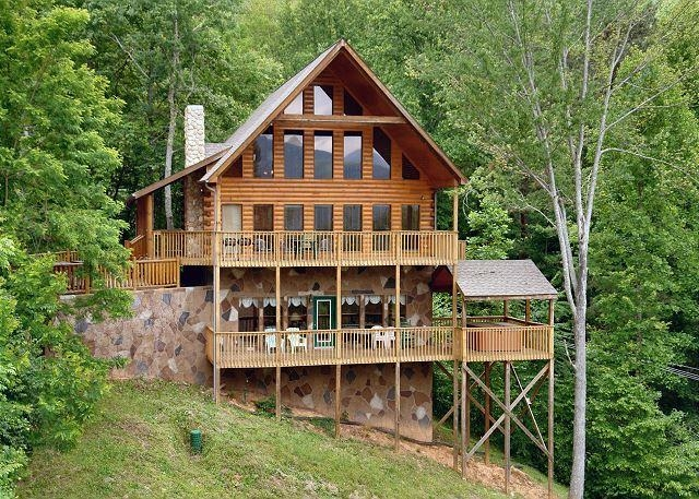 5 bedroom smoky mountain cabin with hot tub close to downtown 5 Bedroom Cabins In Gatlinburg