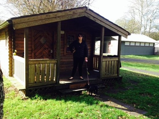 our little cabin c 3 with a covered porch picture of cape Cape Disappointment Cabins