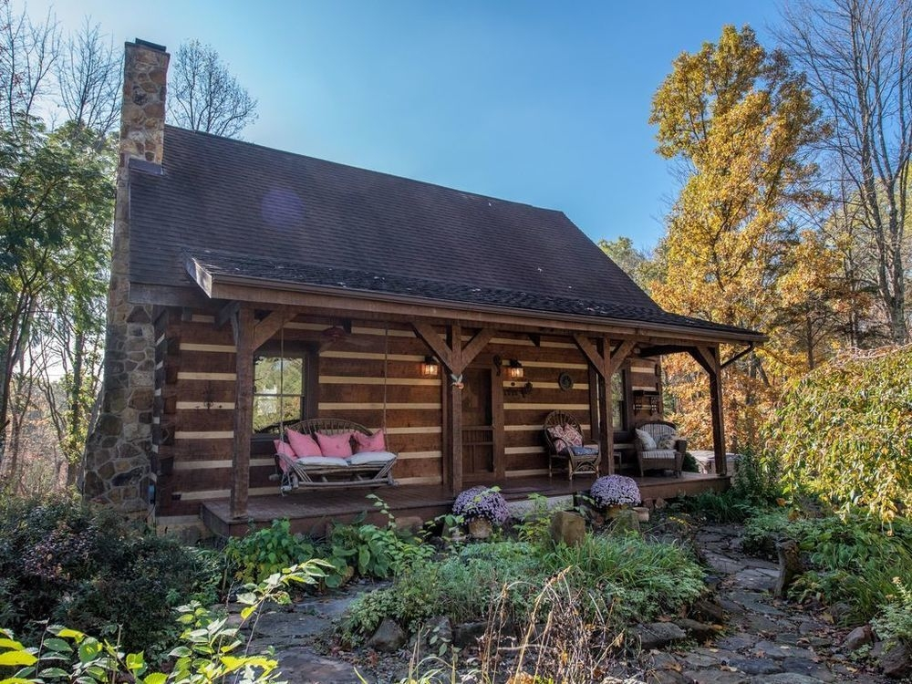 pet friendly log cabin in the heart of hocking hills on 10 secluded Hocking Hills Pet Friendly Cabins