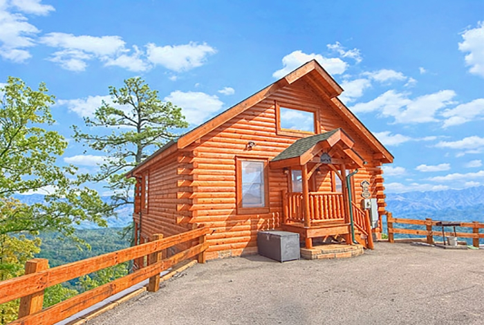 pigeon forge cabin a rare find 1 bedroom sleeps 8 jacuzzi 1 Bedroom Cabins In Gatlinburg Tn