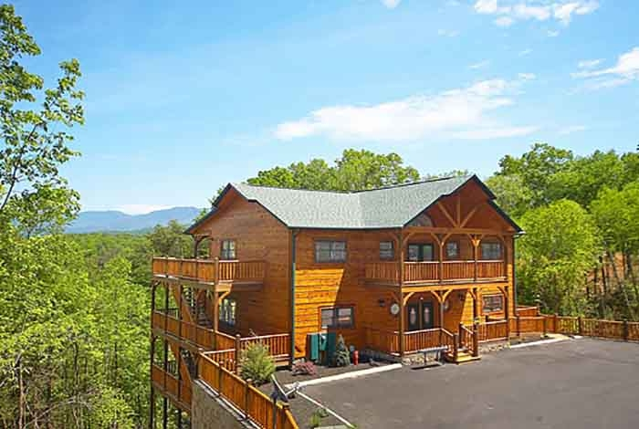 pigeon forge cabin mountain mist lodge 8 bedroom sleeps 20 8 Bedroom Cabins In Gatlinburg