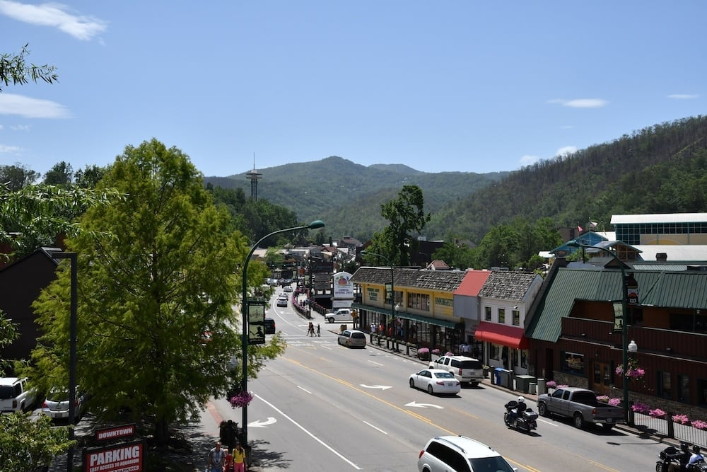 top 4 reasons why families love staying in our 2 bedroom cabins in Downtown Gatlinburg Cabins