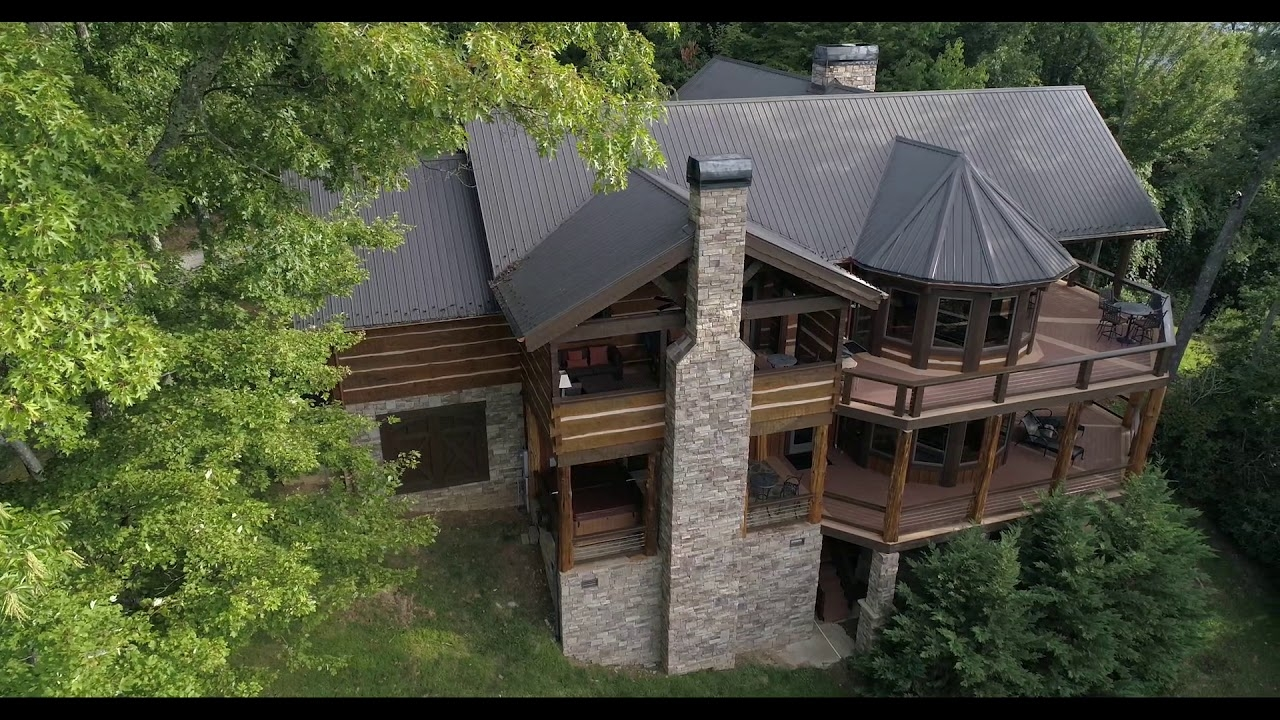 Luxury Vacation Home Rental With Exercise Room, Long-Range Smoky Mountain  Views, Gourmet Kitchen