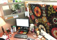 office cube decoration with office cubicle decorating ideas cubicle Office Cabin Decorating Ideas